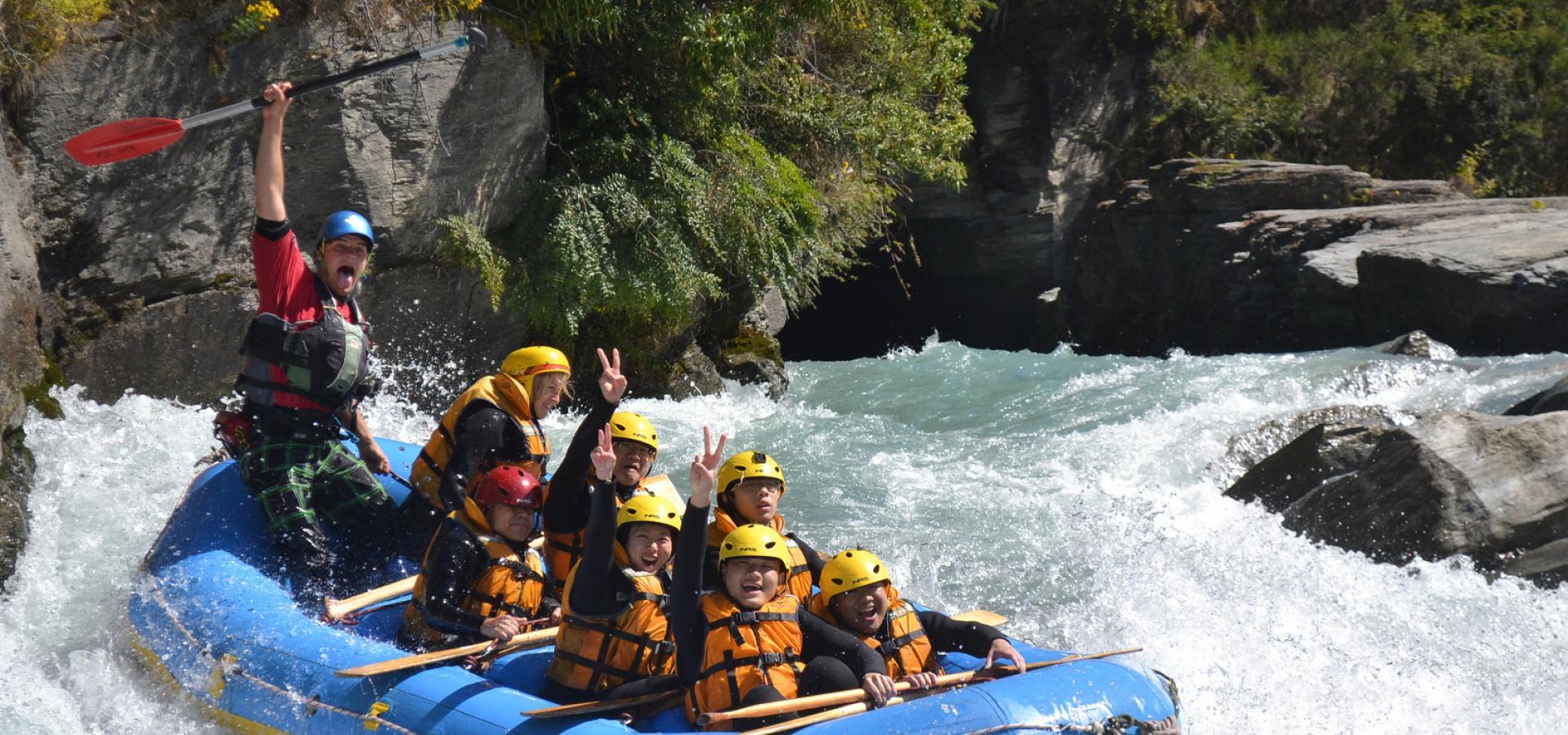 Rafting Sensasional di Tengah Kota